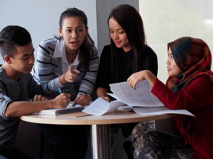 6 reasons why you should join a college committee